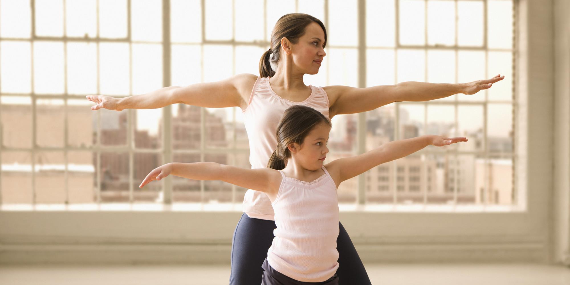 Cum si de ce e important sa facem sport acasa cu cei mici?