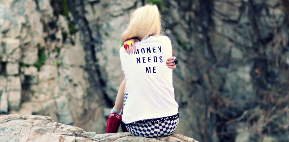 Cine mai are nevoie de bani?