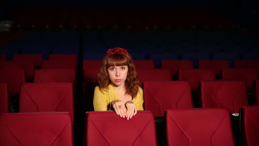 12 lucruri pe care să nu le faci niciodată la teatru