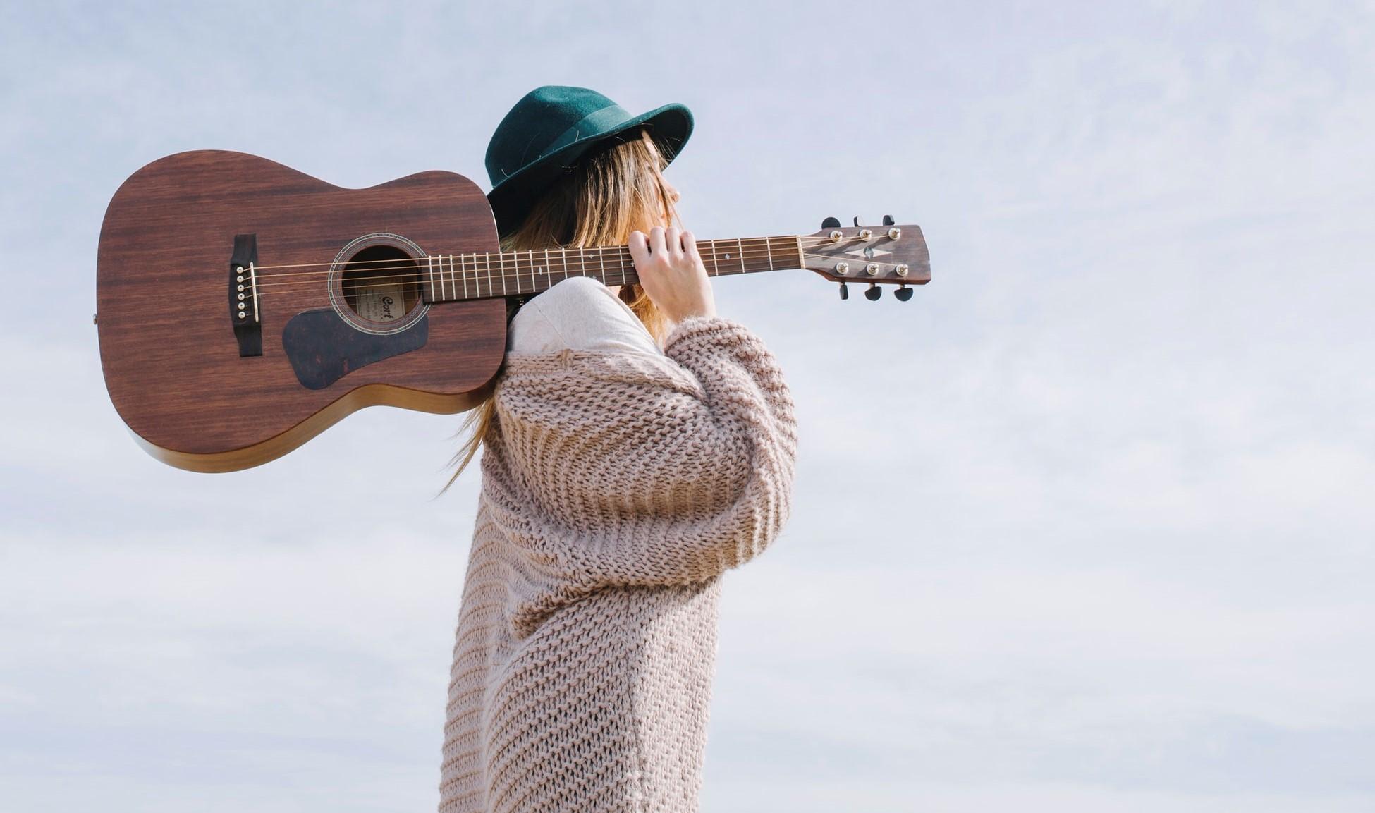 20 cântărețe născute în luna mai și piesele care le-au făcut celebre